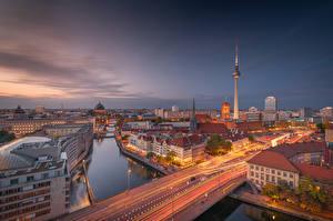 Фото Германия Берлин Дома Речка Мост Вечер Башни город