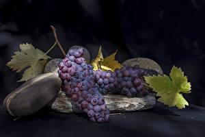 Обои для рабочего стола Виноград На ветке Пища