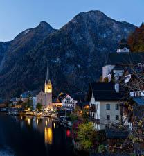Картинки Халльштатт Австрия Берег Горы Дома Вечер Причалы Города