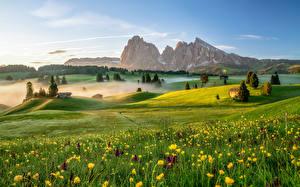 Картинки Италия Горы Луга Утро Альпы Тумане Dolomites Природа