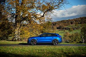 Обои для рабочего стола Jaguar Синие Металлик Сбоку CUV F-Pace SVR, 2020 автомобиль