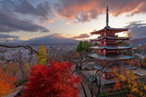 Картинка Япония Гора Фудзияма Пагоды Осенние Природа