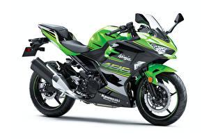 Фото Kawasaki Зеленая Белый фон Ninja 400, 2017 --