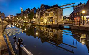 Картинки Голландия Вечер Дома Набережной Уличные фонари Водный канал Maassluis Города