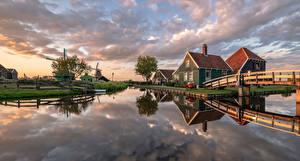Картинка Голландия Дома Мост Панорама Мельница Водный канал Zaanse Schans Природа