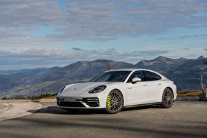 Фото Porsche Белая Металлик Panamera Turbo S E-Hybrid Worldwide, (971), 2020 машины