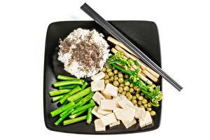 Картинка Рис Овощи Зеленый горошек Сыры Белым фоном Палочки для еды Продукты питания