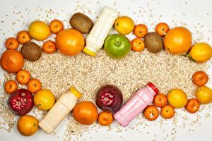 Фото Смузи Фрукты Яблоки Апельсин Мандарины Киви Гранат Лимоны Овсяная Бутылки Пища
