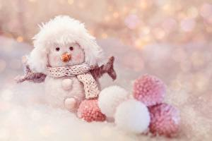 Картинка Зима Игрушка Снеговики Шарики Шарфом Боке