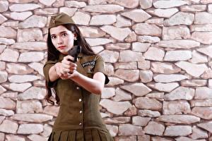 Обои Азиатка Пистолеты Стене Из камня Униформа Рука Взгляд Полицейские Девушки