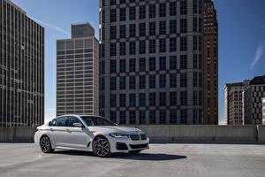 Картинки БМВ Белые Металлик 540i xDrive M Sport, North America, (G30), 2020 Автомобили