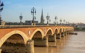 Картинки Мосты Реки Франция Уличные фонари Pont de Pierre Bridge, Bordeaux, Garonne river Города