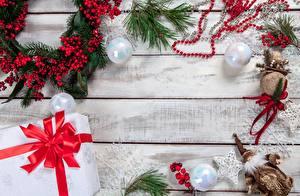 Фотография Рождество Ягоды Подарков Коробки Бантик Шар Ветвь