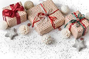 Фотографии Новый год Коробке Подарков Шарики Бантик Звездочки