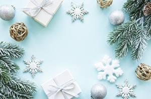 Фотография Новый год Ветвь Шар Снежинка Подарки Шишка Шаблон поздравительной открытки