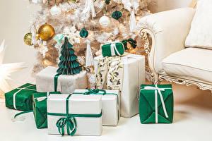 Картинки Новый год Новогодняя ёлка Подарки Шарики