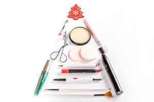 Фото Новый год Косметика Губная помада Белом фоне Новогодняя ёлка