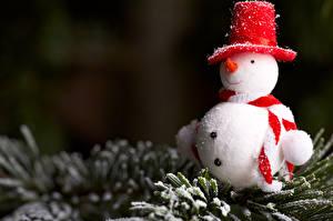 Картинки Рождество Снеговики Ветки Снеге Шляпа Шарфе