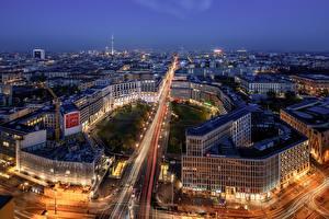 Обои Германия Берлин Здания В ночи Улица Сверху город