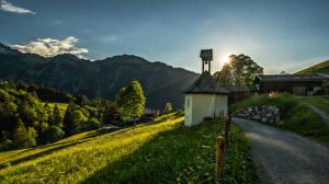 Картинка Германия Дороги Гора Дома Трава Деревьев Лучи света Allgäu