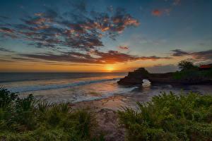 Картинка Индонезия Побережье Рассветы и закаты Волны Небо Облака Tanah Lot Bali Природа