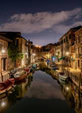 Обои Италия Лодки Дома Вечер Венеция Водный канал город