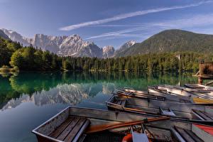 Обои Италия Горы Озеро Лодки Альп Отражается Lakes of Fusine Природа