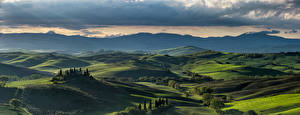 Картинки Италия Горы Пейзаж Тоскана Панорама Холмов Облачно Облака