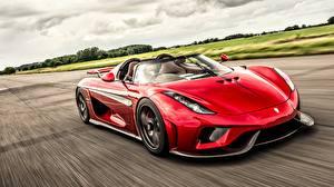 Фотография Koenigsegg Красная Родстер Едущий Regera