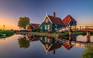 Фото Нидерланды Здания Мосты Водный канал Отражении Zaanse Schans Природа