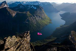 Картинка Норвегия Гора Скале Полет Фьорд base jumping, Slogen