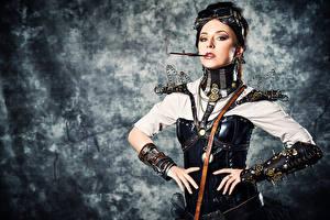 Фото Стимпанк Позирует Очки Рука Сигареты Зубчатое колесо молодые женщины