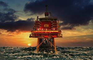 Картинки Рассветы и закаты Море Облако North-sea platform