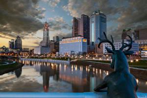 Фотографии США Дома Река Олени Скульптура Ночные Уличные фонари Columbus Ohio город