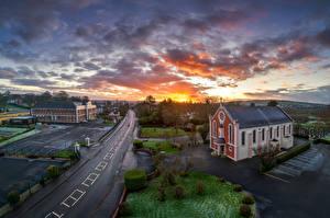 Фотография Великобритания Вечер Церковь Дороги Небо Рассвет и закат Облачно Strabane, Northern Ireland город