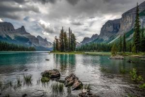 Картинки Канада Парк Гора Озеро Камни Джаспер парк Облака Скале Maligne Lake Природа