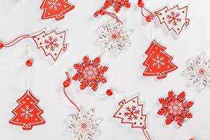 Фото Рождество Сером фоне Новогодняя ёлка Снежинка