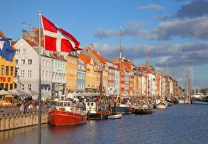Фотографии Дания Копенгаген Здания Речные суда Флаг Водный канал город