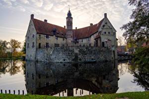 Фото Германия Замки Пруд Отражение Лестница Vischering Castle Города