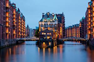 Картинки Гамбург Германия Дома Мост Водный канал Speicherstadt