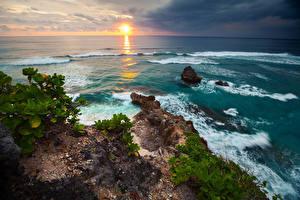 Обои для рабочего стола Индонезия Берег Волны Рассвет и закат Горизонта Природа