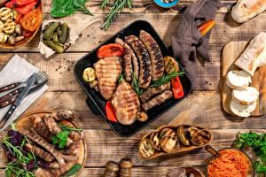 Картинка Нож Хлеб Огурцы Мясные продукты Сосиска Картофель Вилки Разделочной доске Жареные Пища