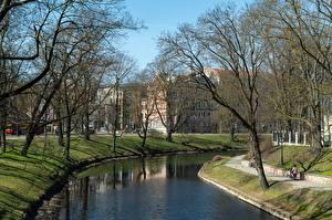 Картинки Латвия Парки Водный канал Дерева Riga, Kronvalda Park