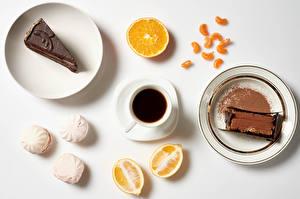 Фотографии Пирожное Кофе Зефир Апельсин Шоколад Сером фоне Завтрак Тарелке Чашка Какао порошок Пища