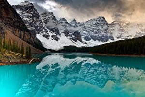 Фото Горы Озеро Лес Парки Канада Отражение Банф lake Moraine, Alberta Природа