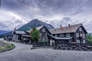 Обои Норвегия Горы Здания Облако Lom Природа