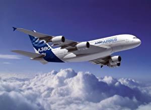 Фото Самолеты Пассажирские Самолеты Эйрбас Облака Летящий A320
