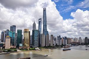 Фотография Шанхай Китай Небоскребы Река Корабли Мегаполис Yangtze river город