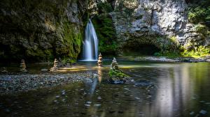 Обои для рабочего стола Камень Водопады Мхом Природа