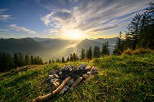 Обои Швейцария Гора Небо Альпы Трава Солнце Zwüschet-Mythen Природа